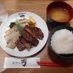 炙り牛たん万 - 牛たん&豚カルビ焼き定食 ¥1430+税