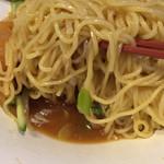 佐倉天然温泉澄流 お食事処 旬菜亭 - 麺は中細麺、黒酢が効いたスープが下にある。