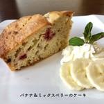 バナナ&ミックスベリーケーキ 季節商品