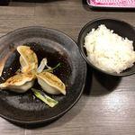 香氣 四川麺条 - ご飯と水餃子のセット(280円)