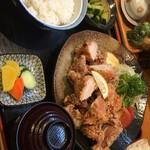 食事処 阿部 - 鳥唐揚げ定食 物凄い量!