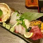 奥志摩 - 旬の刺身3点盛¥1280(外税)…マグロ、黒鯛、スズキ+ハマチ