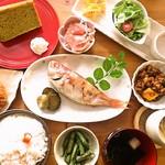 花菜ごよみ。 - 日替りランチ(920円)+シフォンケーキ(280円)