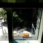 盤古殿 - 窓からは日本橋交差点を見下ろせます