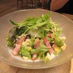 グレイス ガーデン ナチュレ - 料理写真:温玉シザーサラダ750円。  トロトロの温玉とベーコンがサラダの旨みを引き立ててました。