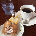 北海道立釧路芸術館喫茶コーナー - ホットコーヒー(レギュラー)250円とシナモンサブレ100円