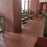 北海道立釧路芸術館喫茶コーナー - 2F吹き抜けなので広々