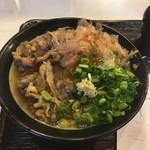 うどん 丸香 - *肉うどん 700円       豪快なビジュアルですね。       肉、ネギ、生姜、そしてドサっと鰹節。