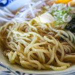 会津らーめん 磐梯山 - コシのあるちぢれ麺も美味い。