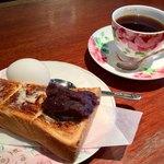 さぶりな - 料理写真:ブレンドコーヒー450円と小倉トーストのモーニング