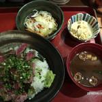 淀屋橋 うおじ - マグロ頰肉の炙り丼 800円
