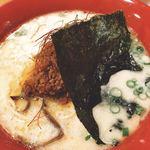 串カツ 博多空気椅子酒場 - 真っ白なスープに肉味噌と海苔(^^)