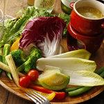 トムズキッチン - 三鷹台の畑のバーニャカウダ 三鷹台の野菜を中心に新鮮野菜をたっぷりと!