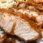 とんかつ 鉄 - 肉の旨味がギュッと!