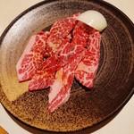 春華 - 料理写真:カルビ 620円