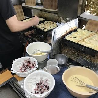 ふなまち - 料理写真:焼き場も撮影許可いただきました、3つの鍋で焼かれています(2018.8.30)