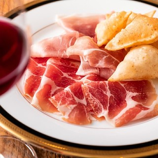 生産者達が大切に育てたワインを心を込めてお客様に届けます。