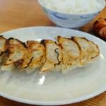 久御山 塩元帥 - 焼き餃子のUP。ラーメンのついでに出してる餃子かと思って食べたらナント非常に旨かった!!