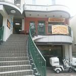 スパイスマジック カルカッタ - 外観 お店は2階です(^^)