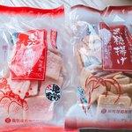 駒屋餅店 - えび潮あげと黒糖あげ、それぞれ290円
