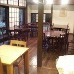"""オーブン・ミトン カフェ - はけの森美術館喫茶棟""""oven mitten Cafe""""店内カフェ"""