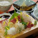 おさかな厨房二見ヶ浦食堂 - 岩戸定食(1500円)
