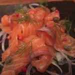 鮭殻荘 - 鮭殻荘(自家製スモークサーモン)