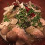 鮭殻荘 - 鮭殻荘(白鮭とたっぷりキノコのアヒージョ)