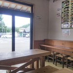 大榮餃子房 - 店内1 テーブル席とカウンター処