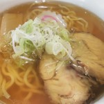 大榮餃子房 - ミニラーメン、スープとチャーシューもなかなかでやす!