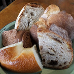 麹町カフェ - パンのお替わりいっぱいできます