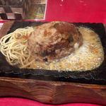 ステーキとホルモン佐藤 - ジュウジュウです!既にチーズが出てる!?