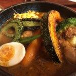 らっきょ&Star - ★★★☆ 季節の野菜とチキンのカレー level5. 食べ進むうちにチキンがホロホロと骨から外れてスプーン1つで食べられました。 level5 玄米ご飯小でピッタリ