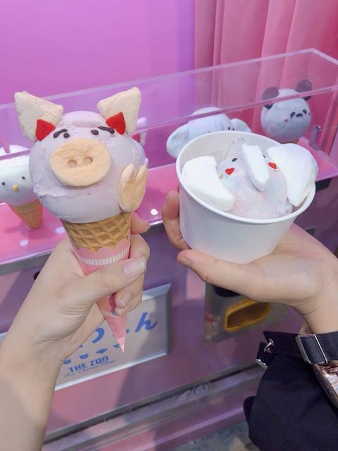 どうぶつえん - (左)ブタ(右)ゾウ  各¥500 コーンが苦手な私のために、カップに入れてくれました…