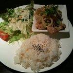 CAFE&BAR DALL - プレートを食べました。この日は生姜焼き。