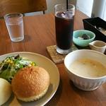 もとまちカフェ&ベーカリー - 料理写真:朝のクラムチャウダー ¥500