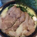 91825406 - 塩豚骨 太麺 肉 ほうれん草