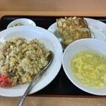 金石餃子店 - 料理写真:餃子(6個)炒飯セット