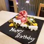 肉いち枚 - コースご予約のお誕生日の方に肉ケーキプレゼント
