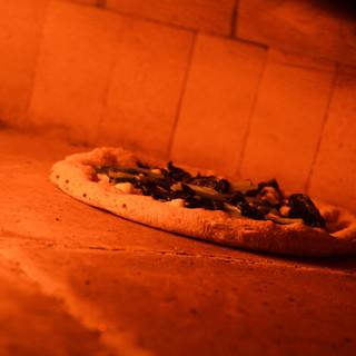 ナポリ感じる◎本格的な「薪窯」で焼き上げるからこその味を。
