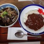 食堂 牛木屋 - 料理写真:山菜そばとカレーライス