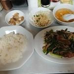 駅前泰陽楼 - サービスランチのニラレバ炒め定食(780円→700円)