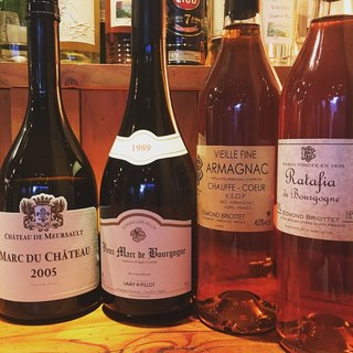 お料理に合わせて堪能できるワインは、常時<100種類以上>!