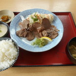 まんぷく食堂 - 料理写真:牛タンとろろ定食 1080円