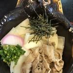 お食事処 花やま - 館林と言えば、文福茶釜。狸の焼き物は信楽焼。