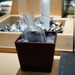 鮨 魯山 - 日本酒は、こんな感じで供されます。