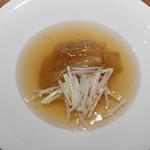 91849168 - 大フカヒレ尾の姿の上湯とろみスープ