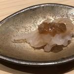 Sushi Sho Saito - 白海老(富山)、鮪の酒盗のせ・・白エビも甘みを感じ美味しいですけれど、鮪の酒盗がいい味わい。