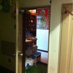9185708 - (旧店舗時代)ドアの向こうはインドのご家庭。