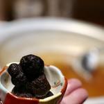 もつ唐と水炊きもつ鍋 由乃 - 黒トリュフ